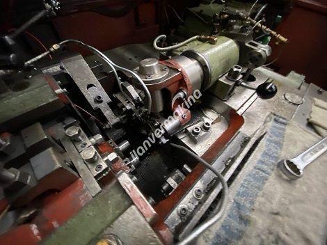 Çok Vuruşlu Civata Pim Yarım Delik Perçin Makinesi