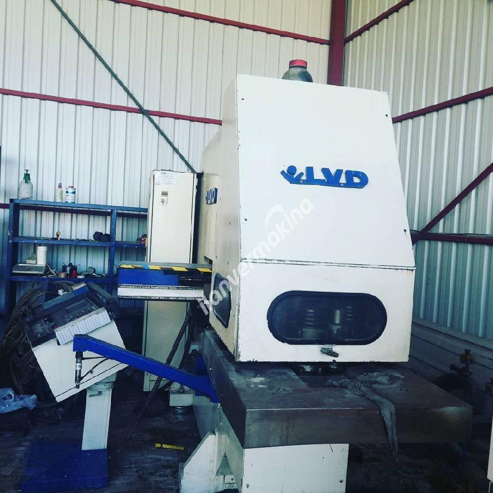 Lvd Punch Ok 2500x1250 tablasi var Boydan kaydirarak 1250 mm daha isleme yapabiliyor