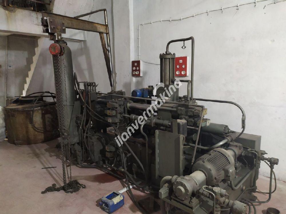 150 tonluk metal enjeksiyon makinası