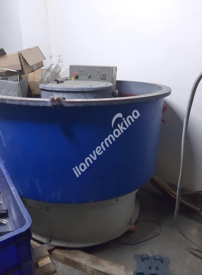 Vibrasyon Çapak Alma 550 litre Elekli
